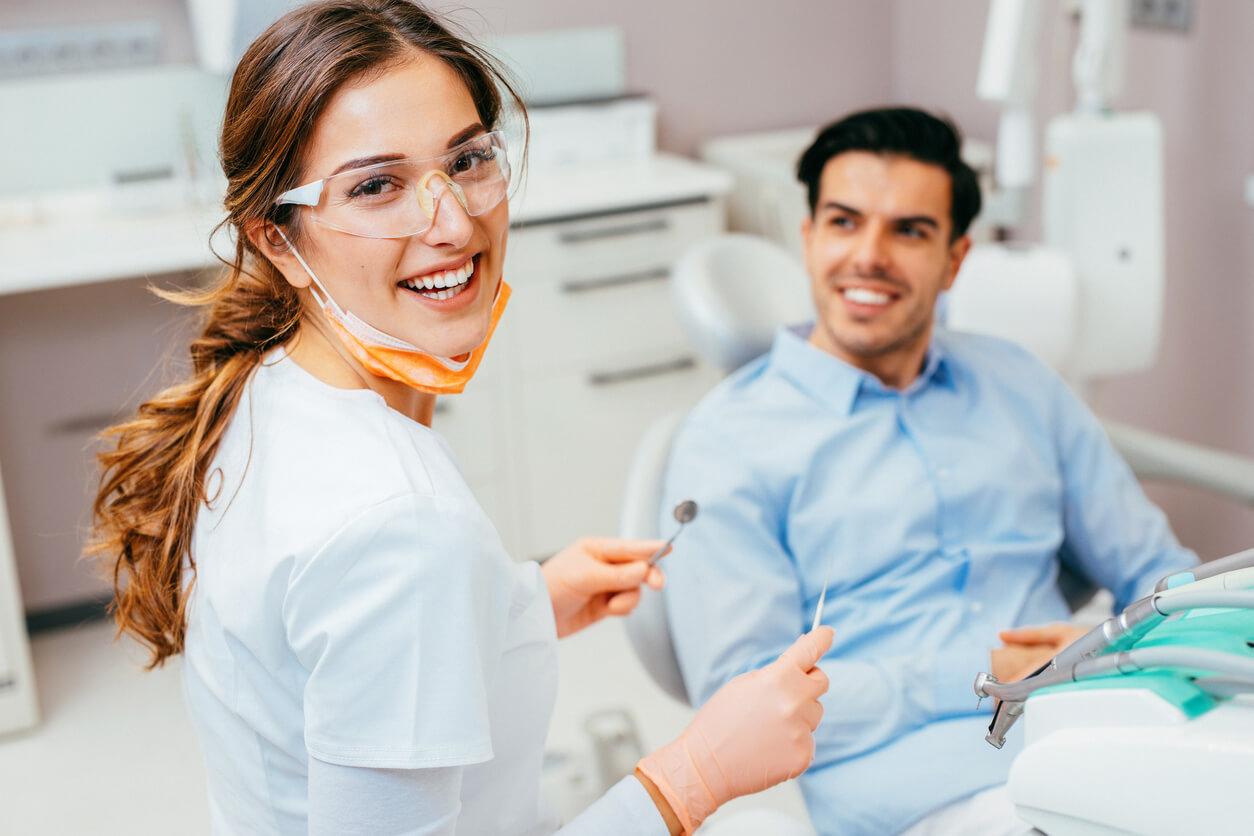 уход за зубными имплантами в испании