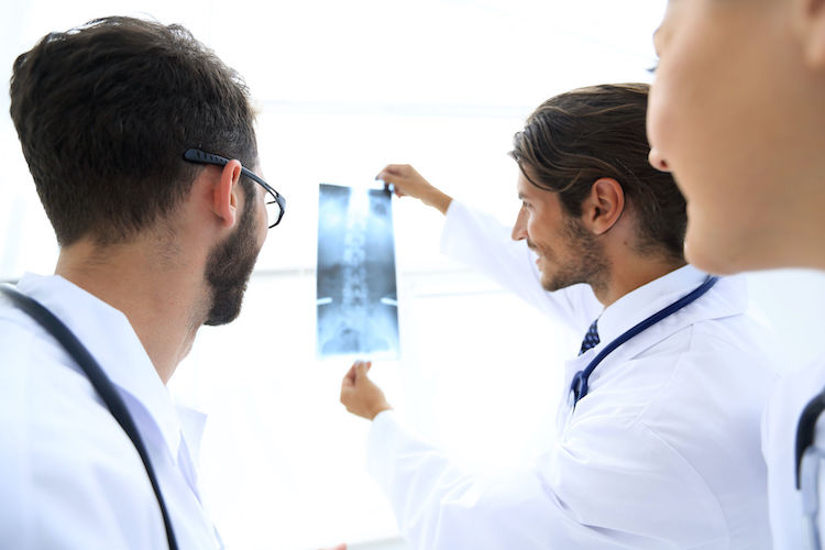 Лечение сколиоза в Испании: диагностика, методы и технологии